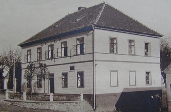 Budova obecní školy vTučepech