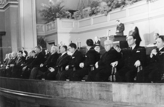 Slavnostní zasedání parlamentu 28.října 1945