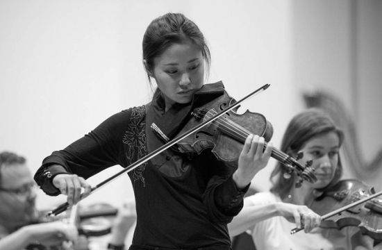The Japanese violinist Sayaka Shoji was the soloist of the first Tokyo concert in Suntory Hall and the concerts in Fukuoka and Yokohama, performing Mendelssohn's Violin Concerto in E Minor.