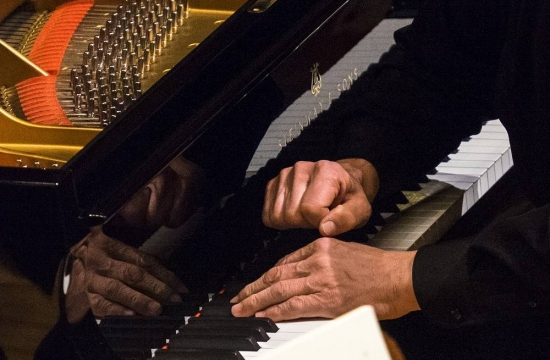 SteinwayV amistrovské ruce... Pierre-Laurenta Aimarda