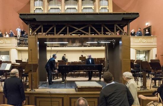 Stěhování piana během koncertu