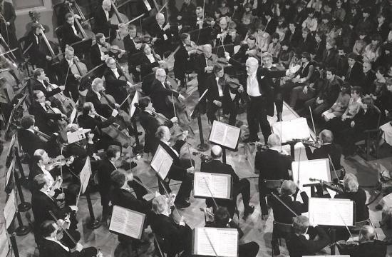 Václav Neumann diriguje Českou filharmonii