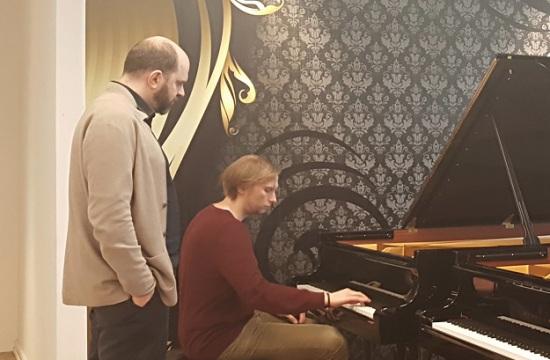 Výběr nového klavíru. Hraje Ivo Kahánek, naslouchá Kirill Gerstein