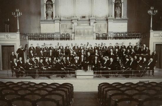 Nejstarší fotografie České filharmonie zroku 1902