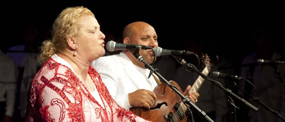 Ida Kelarová se svým manželem Desideriem Duždou při vystoupení