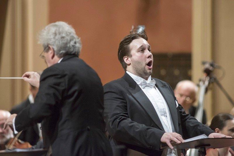 Jan Martiník při koncertu s Českou filharmonií v roce 2014