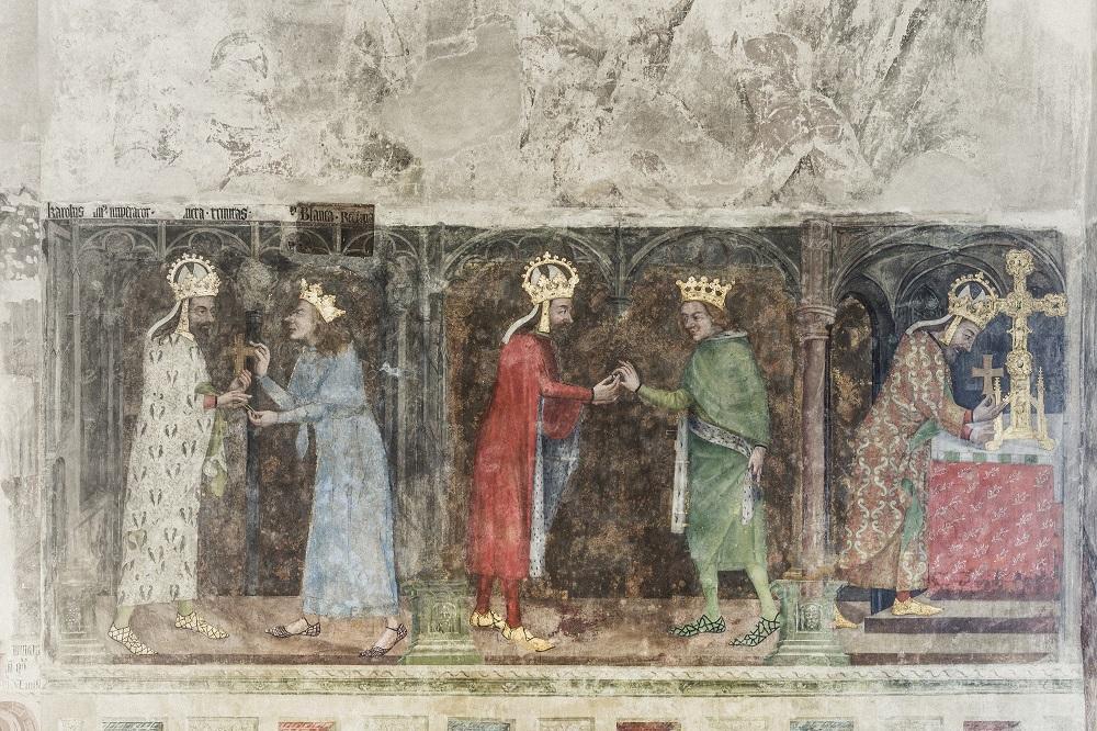 Karel IV. na nástěnných malbách s Ostatkovými scénami, Karlštejn, 14. století. – Foto: Dušan Tománek