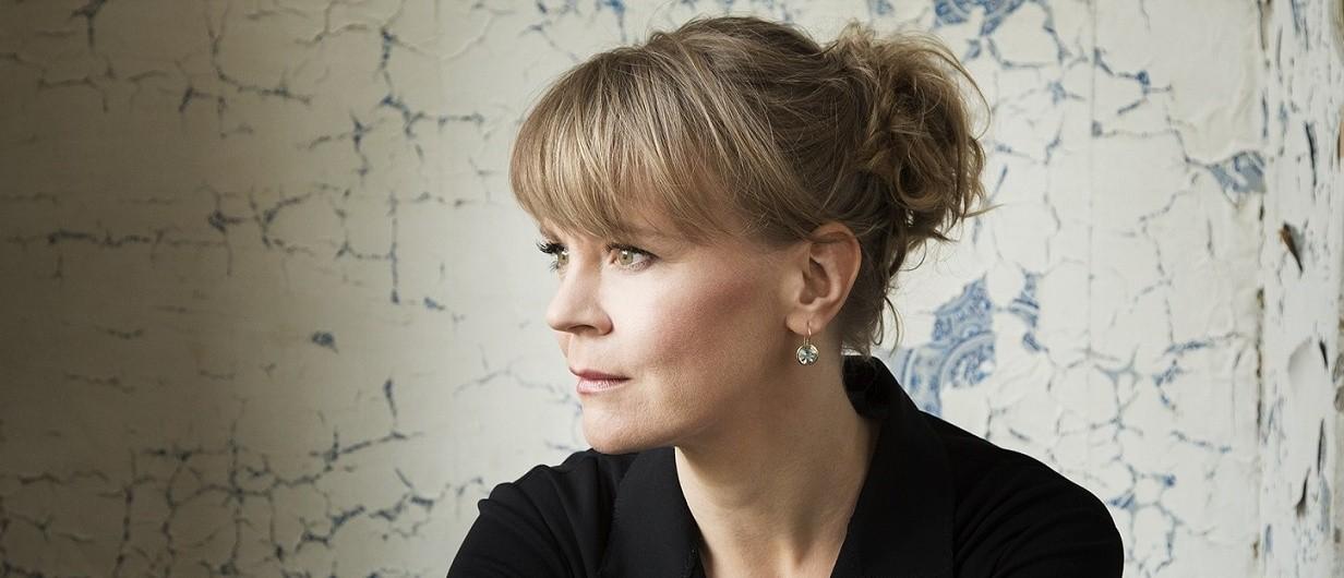 Finská dirigentka Susanna Mälkki na fotografii Simona Fowlera