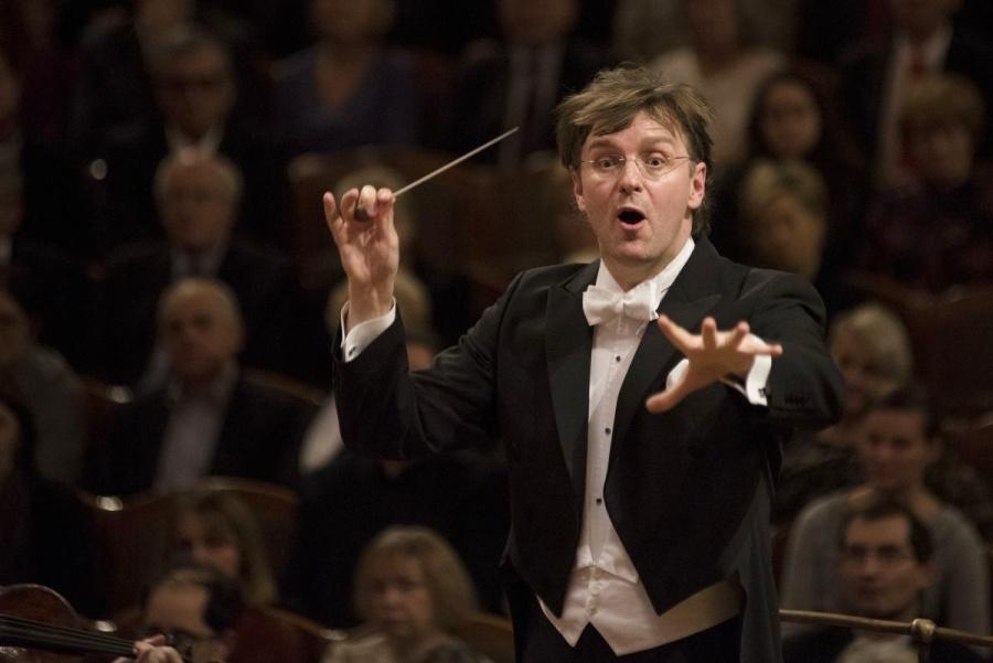 Dirigent Tomáš Netopil na koncertech s Českou filharmonií v Rudolfinu