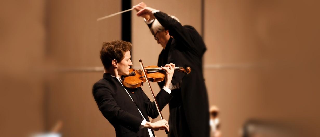 Dirigent Petr Altrichter a houslový virtuos Josef Špaček