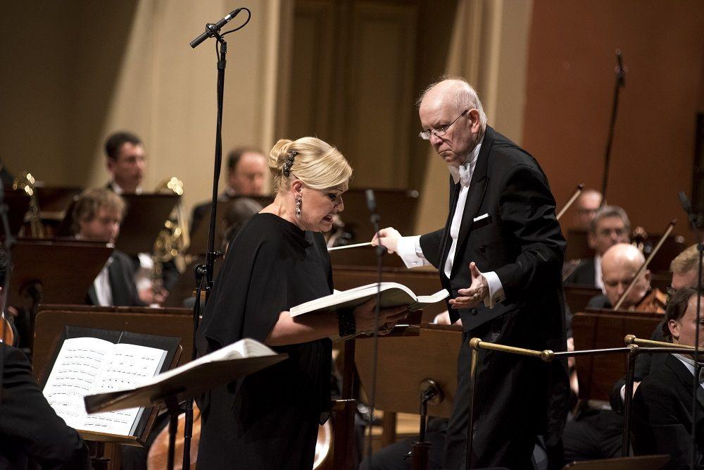 Jiří Bělohlávek a Karita Mattila při koncertním provedení Její pastorkyně v Rudolfinu dne 15. dubna 2016