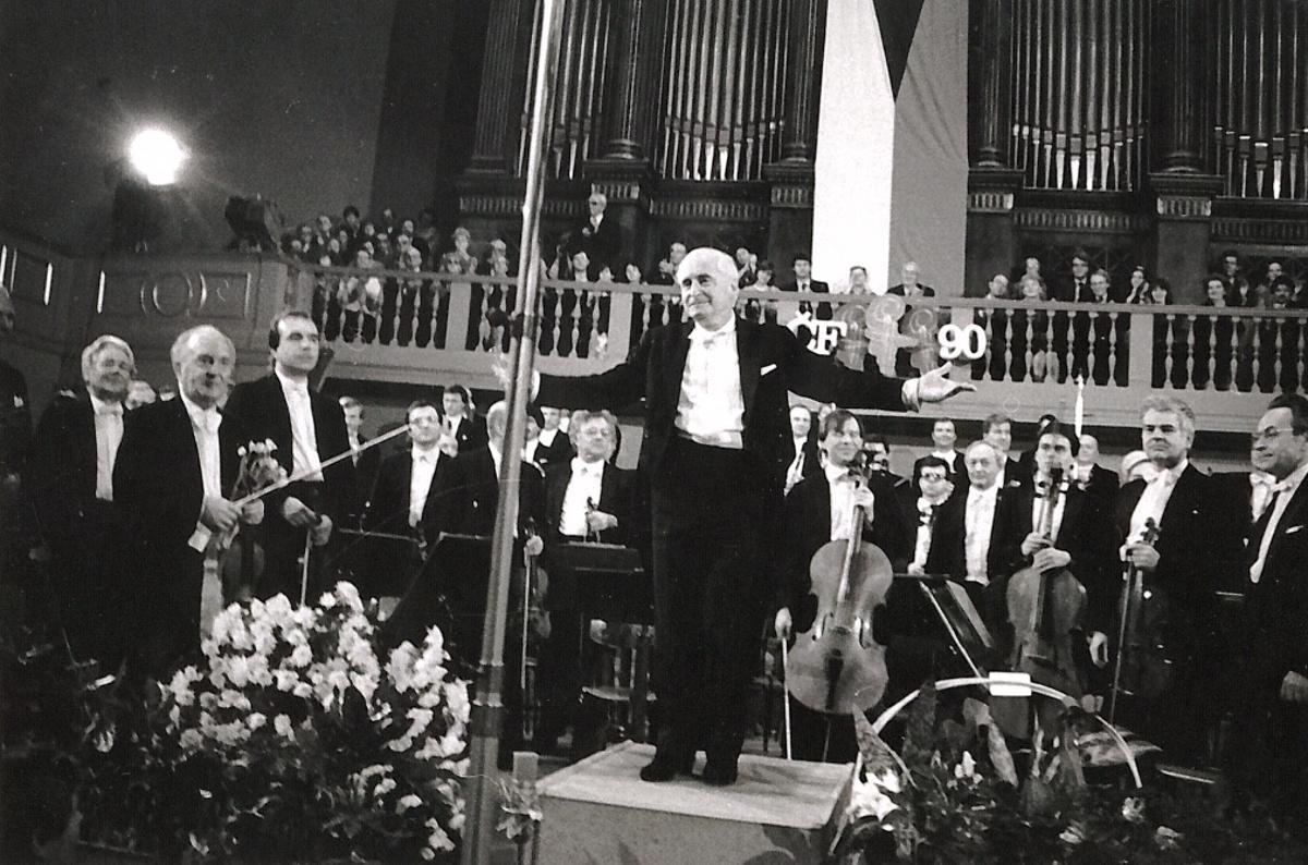 Václav Neumann na koncertě k 90. narozeninám České filharmonie, 1986